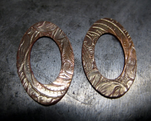 Washers textured and stretched in the rolling mill